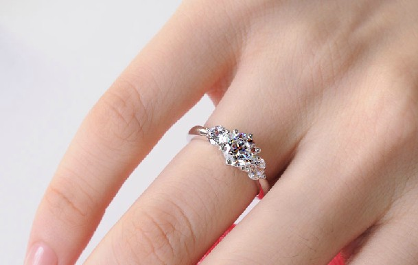 Synthetic Diamond Engagment Ring